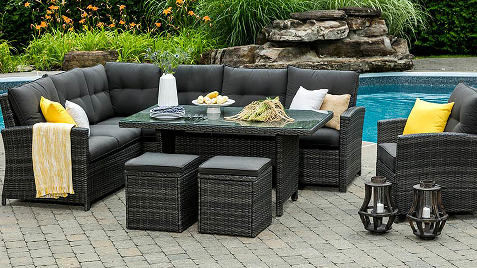 The valencia outdoor dining collection