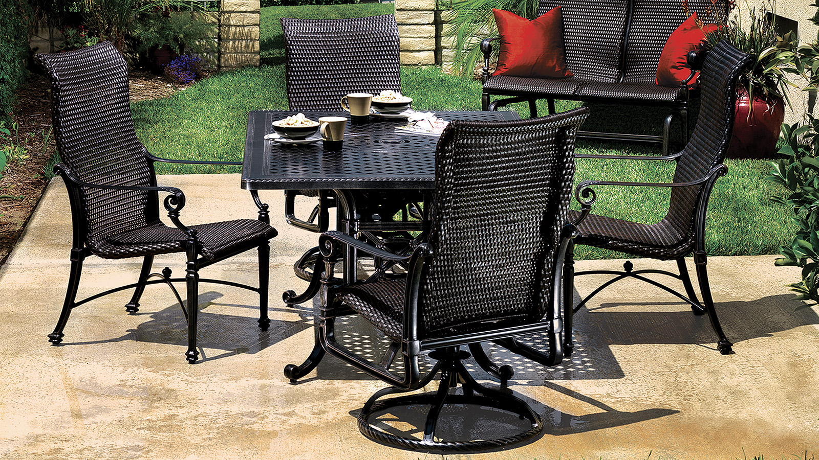 Grand Terrace Outdoor Dining Collection